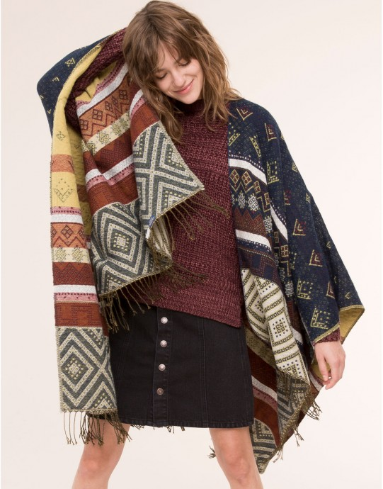 poncho pull and bear